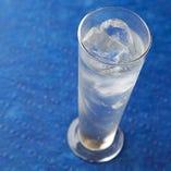 """""""エルダーフラワージュース""""は大人気商品。スウェーデンではお馴染みの少し酸味のある甘い炭酸ジュースです。"""