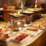 全60品以上の北欧料理が愉しめるディナータイムブッフェに舌鼓