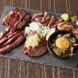 いろんな種類の「お肉6種盛り」は、みんなでシェアしても◎