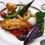 当店のあらゆるお料理に、自家栽培の無農薬野菜をたっぷりと使用