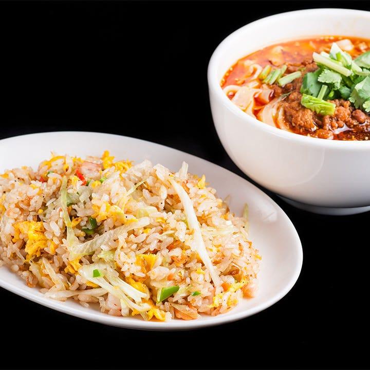 ボリューム満点のランチはハーフ刀削麺付セットや定食など全6種