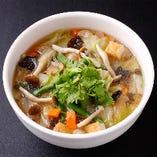 あっさりスープの野菜麺