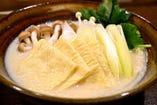 湯葉とつみれの豆乳小鍋