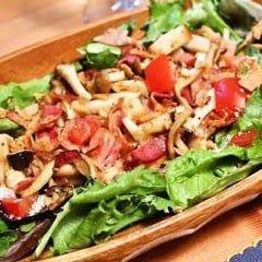 季節の野菜と炙りベーコンの温製サラダ オリジナルソース