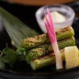 【素材に自信】 「極太アスパラ」は焼きまたは天ぷらをチョイス