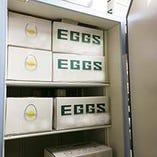 卵は4種使い分け、専用保管庫で厳重な品質管理を行っております
