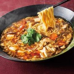 酸っぱくて辛いサンラー湯麺(醤油味、塩味、黒酢風味)
