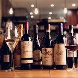 店主がテイスティングして納得したワインのみ50種以上を取り揃え