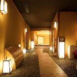 京都の小路を再現した風情ある廊下