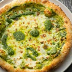モッツァレラチーズとジェノベーゼのピッツア