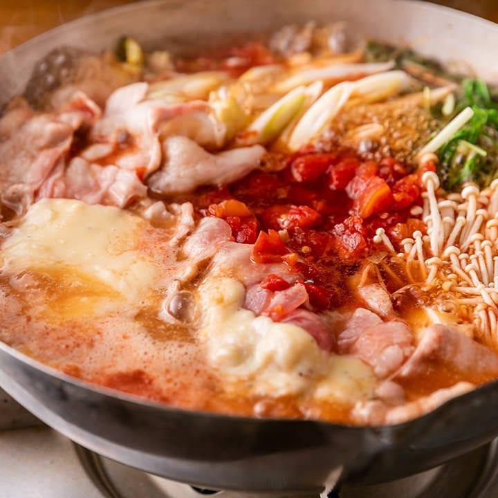 トマトと豚の旨味が溢れる「トマトチーズ豚スキ鍋」!