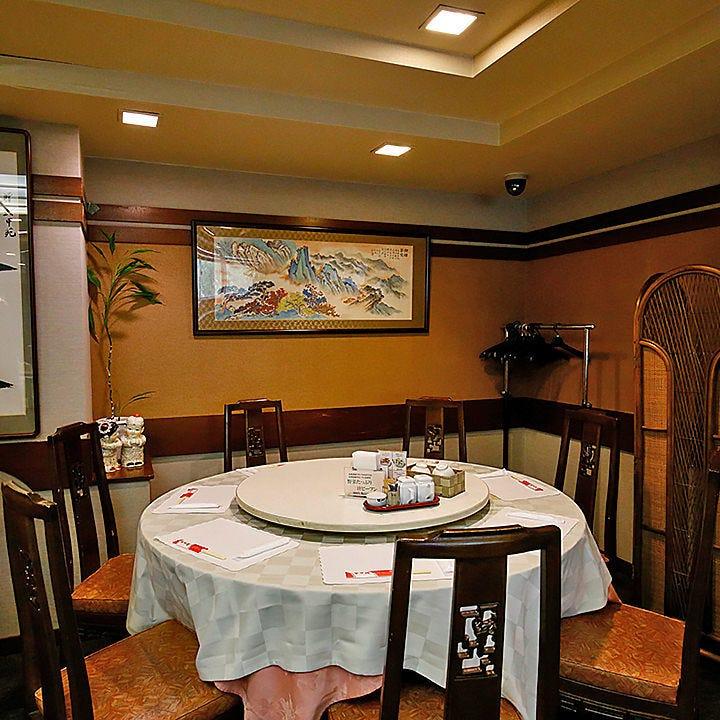 是非中国料理ならではの円卓で お食事をお楽しみください