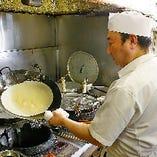 具材には、厳選された筍、蝦、焼豚を炒めてたっぷりと包み、高温の油でしっかりと揚げてから味わい深い逸品に。手焼きの素朴な味わいと具材の旨味が、マッチしてそのままでも美味しい極上の味になります
