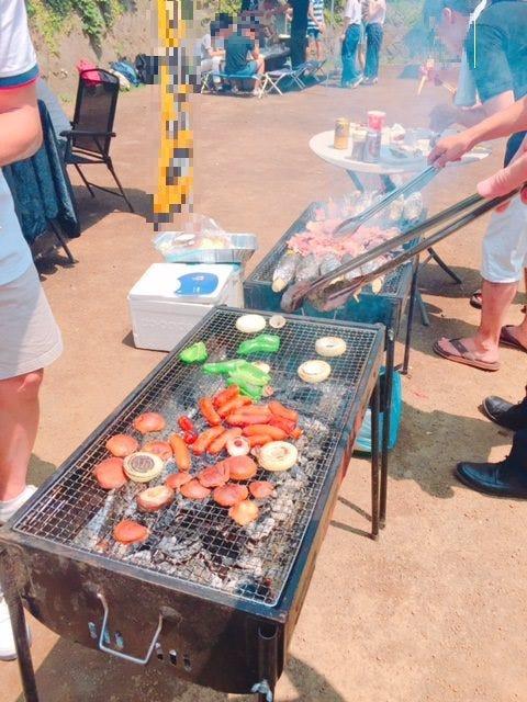 お肉や海鮮、野菜、焼きそばと大満足のメニュー