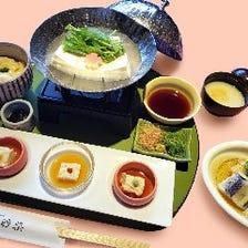 湯豆腐と名物ゆばかけご飯