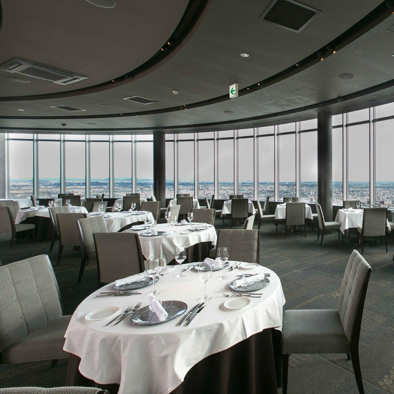 地上160mからの美景観と共に、 お食事をお愉しみ頂けます。