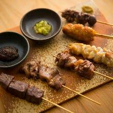 お好みの串焼を1本からご注文いただけます 黒毛和牛A5ももの串や播州鶏の親鶏、牛タンねぎ塩、つくねなど