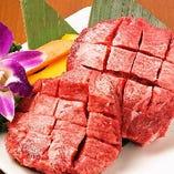 厳選した上質な焼肉の食べ放題が大好評。希少部位もご堪能。