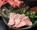 1頭仕入れの鹿児島A5黒牛やどん ぐり黒豚などの厳選の食材達