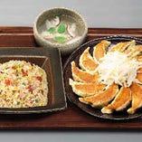 浜松餃子と五目チャーハンのセット