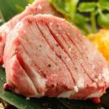 各部位に合わせたオリジナルカットでお肉の旨さを引き立てます。