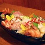 鮮度抜群の刺し盛りは季節の鮮魚を店主がチョイス!