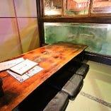 すぐ横で魚が泳ぐざうおならではの空間!