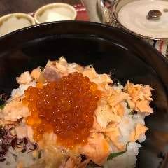鮭親子だし茶漬け(鮭、いくら、かいわれ大根)