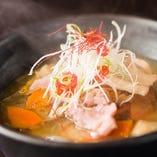 豚肉と国産野菜がたっぷりな『梅木さんちの絶品まかない豚汁』