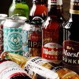 スペインを代表するビール・マオウなど世界のビールが豊富に揃う