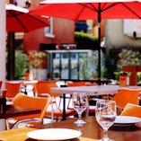 ラチッタデッラ通り沿い。テラス席が魅力のカフェダイニングです