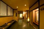 各個室、ゆったり落ち着ける和の雰囲気