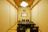 2名様~4名様からの個室をご用意しております。掘りごたつ式の部屋もありますのでゆっくりお食事をお楽しみいただけます。