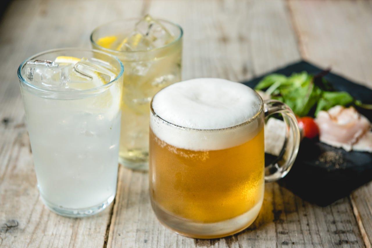 キンキンに冷えたジョッキビールはお鍋や餃子の相棒!