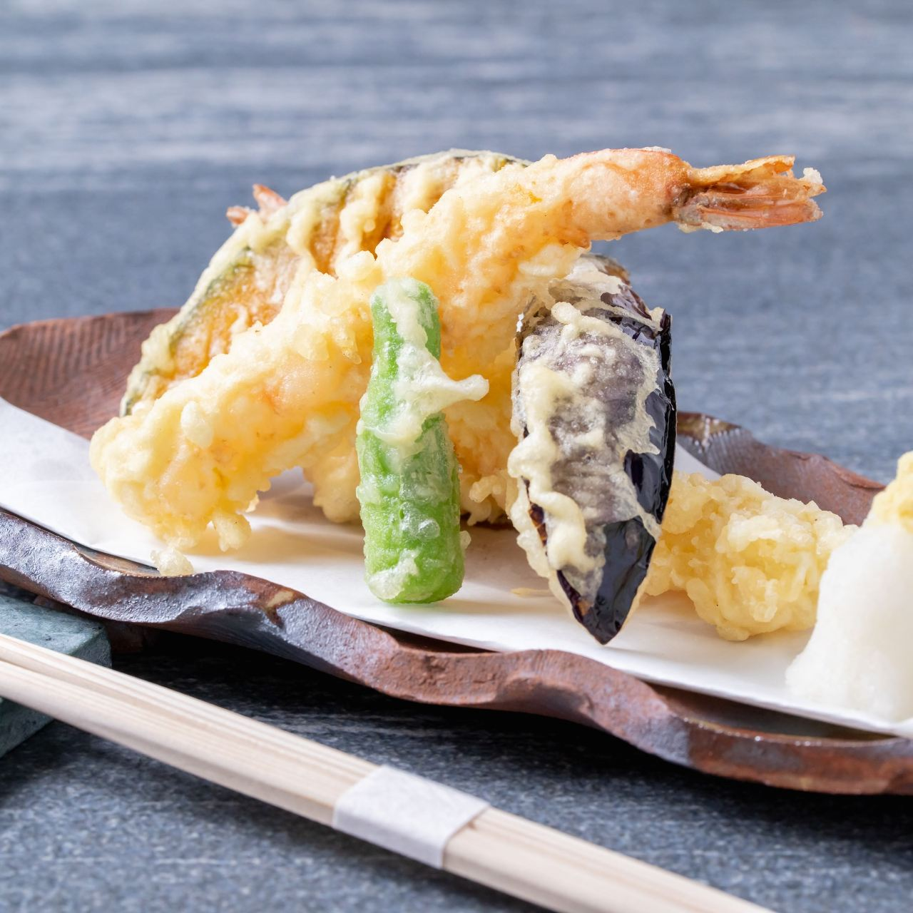 お酒のお供にお薦めの一品 「天ぷら盛り合わせ」