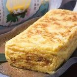手造り厚焼き玉子 550円(税抜) ご注文いただいてから銅鍋で1つ1つ丁寧に作る出来たての美味しさ。