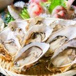 世界一安全な生牡蠣 パシフィックオイスター19年間安全じゃ海域で育つ11ヶ 270円~小ぶりですが味が濃いのが特徴!