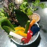 季節野菜のバーニャカウダー一人前~二人前→500円 3名~4名盛り980円