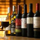 お料理と相性の良い厳選地酒やワインを多数ご用意しております。
