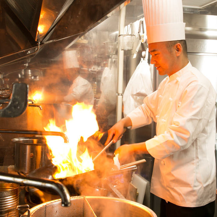 料理人の技と笑顔溢れるサービス