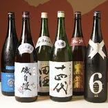 鶏料理とご一緒に、日本酒やワインを味わう。