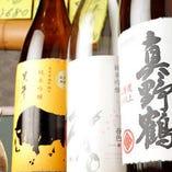 ピンクにごり酒や生原酒など、ユニークな地酒も揃うので、お気軽におたずねください