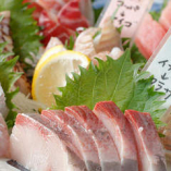 漁師直営居酒屋ならではの朝獲れの厳選鮮魚が自慢!その時期一番おいしい旬の魚をご用意