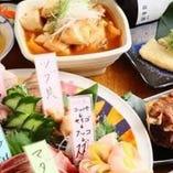 5つのコースは全て「鮮魚7点盛」付。平目やサーモン、貝など、その時期最もおいしいネタが日替わりで登場