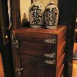 【懐かしい雰囲気】 昭和の古民具と古材がマッチする店内