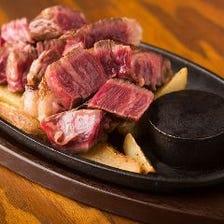 岩塩・西洋わさび・オニオンソースで素材の旨味を堪能する『幻の岩手熟成短角牛ステーキ』