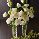 お祝いの席を彩る卓上装花(小)を無料でご用意
