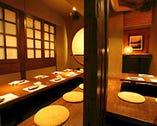 灯りがほわっと心和ます空間は掘 りごたつやテーブルと多彩。