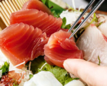 ココの魚は旨いと誰もが頼む刺身は 毎日仕入れの極上もの。