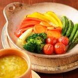 窯焼きコースのバーニャカウダ:窯焼きの野菜をバーニャカウダソースに付けてお召し上がり下さい